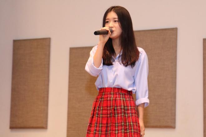 Noo Phuoc Thinh hat hang loat ban hit tai mini concert Singapore hinh anh 1
