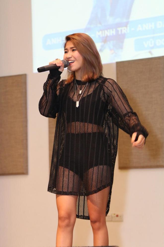 Noo Phuoc Thinh hat hang loat ban hit tai mini concert Singapore hinh anh 2