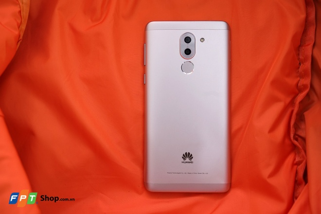 Mua dien thoai Huawei tai FPT Shop, nhan combo phu kien tien ich hinh anh 2