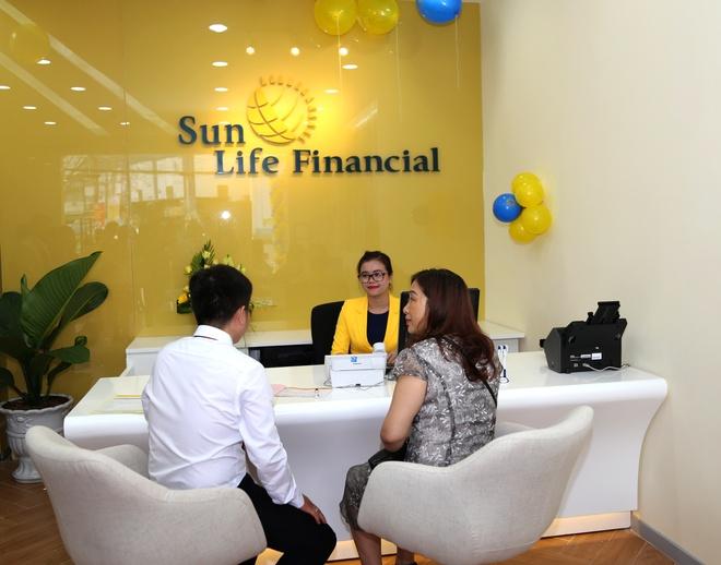 Sun Life Viet Nam dat top 10 Thuong hieu - Nhan hieu noi tieng 2017 hinh anh 3