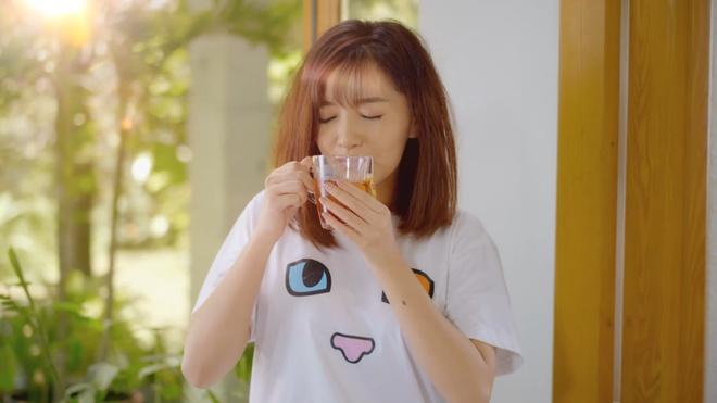 4 cach 'nap nang luong' tu MV 'La la ngay moi' hinh anh 1