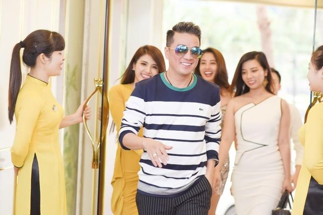 Dam Vinh Hung, Duong Trieu Vu cung hoc tro di lam dep hinh anh 3