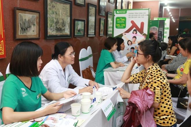 Nguoi dan Quang Ninh duoc tam soat ung thu mien phi hinh anh 7