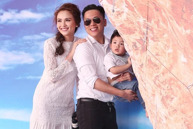 Diem Huong khoe con trai khau khinh trong su kien hinh anh 1