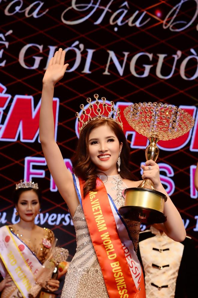 Celin tang vuong mien cho HH Doanh nhan The gioi nguoi Viet 2017 hinh anh 2