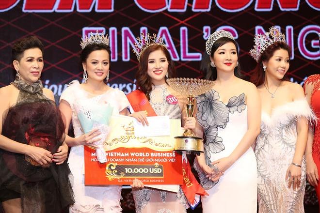 Celin tang vuong mien cho HH Doanh nhan The gioi nguoi Viet 2017 hinh anh 1