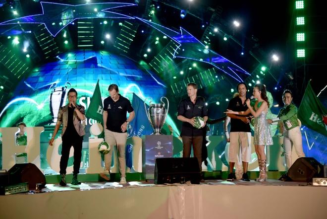 Khong khi le hoi don cup C1 cung Ronaldinho, anh em De Boer va Seedorf hinh anh 6