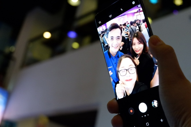 The Gioi Di Dong lan dau tien gioi thieu Samsung Galaxy S8, S8 Plus hinh anh 1