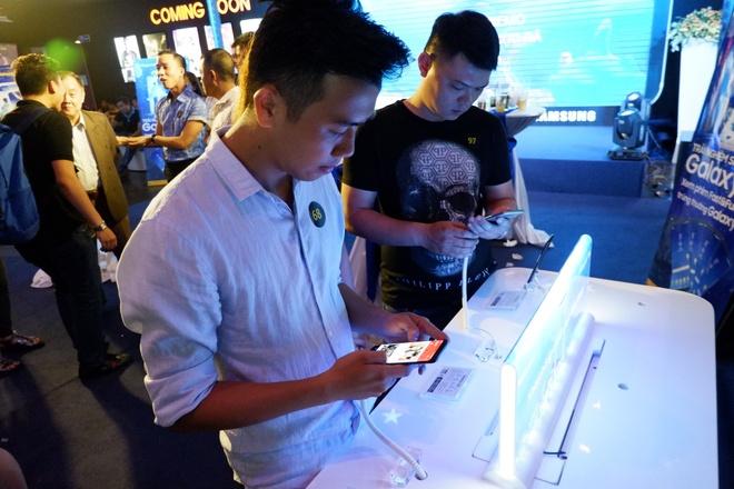 The Gioi Di Dong lan dau tien gioi thieu Samsung Galaxy S8, S8 Plus hinh anh 5