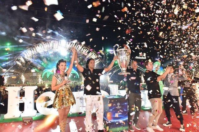 Khong khi le hoi don cup C1 cung Ronaldinho, anh em De Boer va Seedorf hinh anh 4