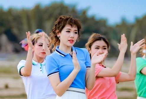 Hari Won su dung san pham thoi trang Viet Couple TX trong MV moi hinh anh