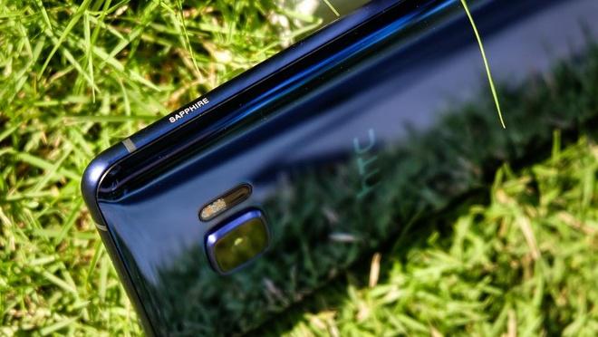 HTC U Ultra them phien ban sapphire gia 17 trieu tai VN hinh anh