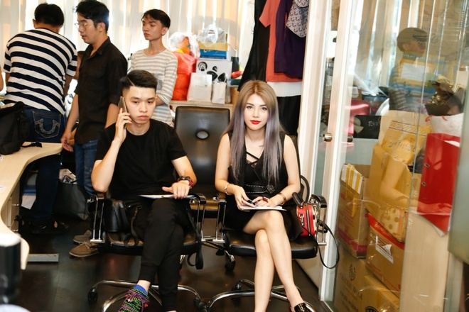 Nha thiet ke Claret Giang Le casting dan Next Top Model cho BST moi hinh anh 2