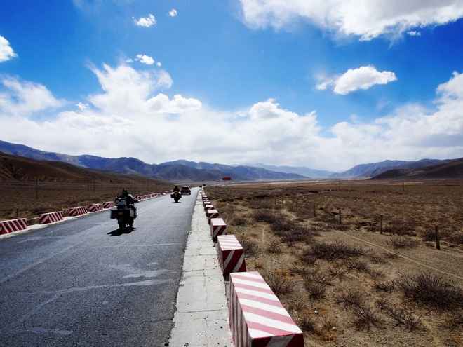 Doan biker Viet chinh phuc Everest Base Camp trong 2 tuan hinh anh