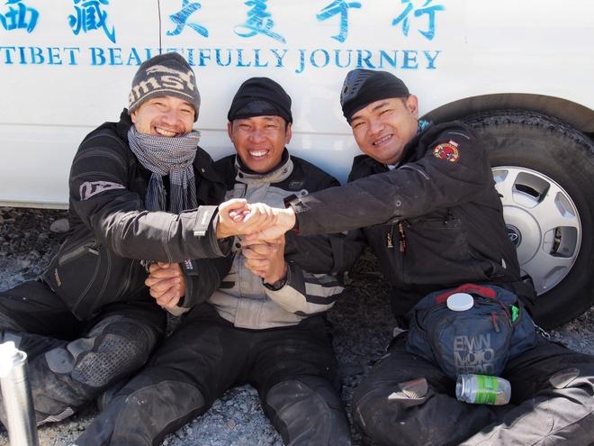 Doan biker Viet chinh phuc Everest Base Camp trong 2 tuan hinh anh 8