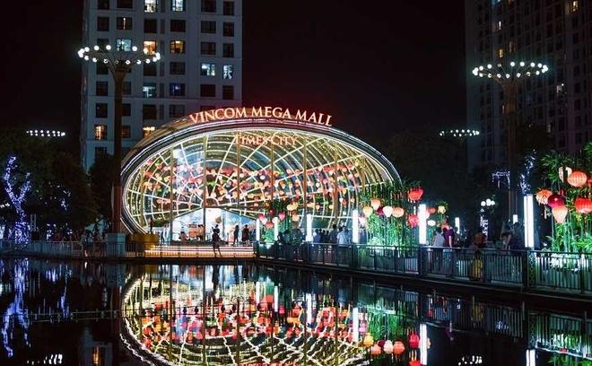 Sieu trang doc dao tai Vincom Mega Mall Royal City hut khach tham quan hinh anh 2