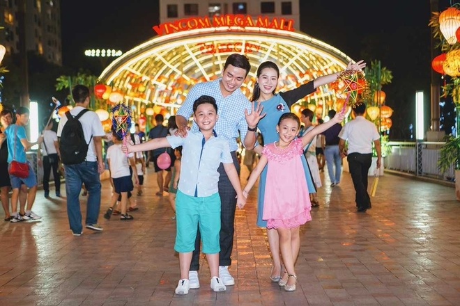 Sieu trang doc dao tai Vincom Mega Mall Royal City hut khach tham quan hinh anh 3