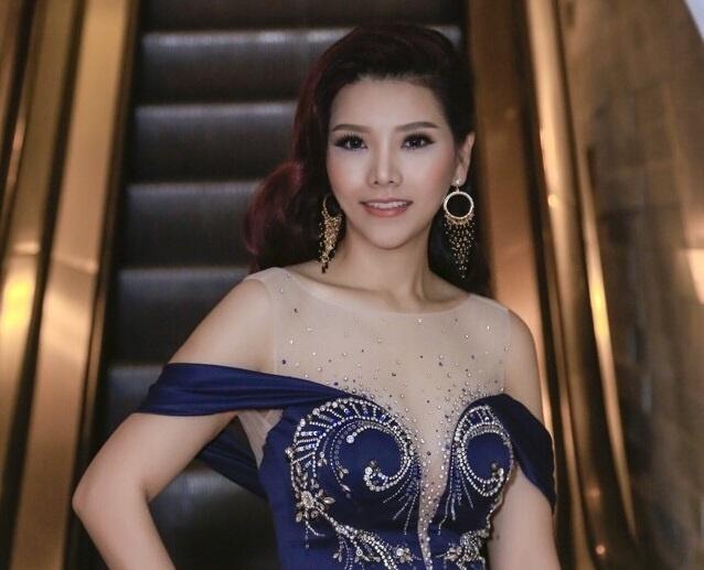 Hoa hau Xuan Thuy khoe nhan sac noi bat tai VIFW 2017 hinh anh