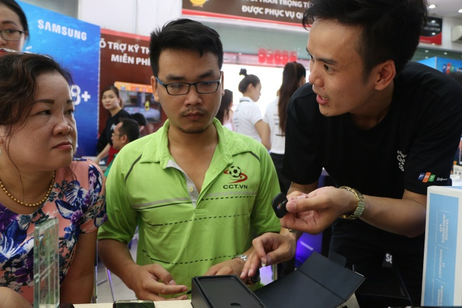 Chong 'soai ca' mua Galaxy S8 lam qua sinh nhat cho vo hinh anh 3