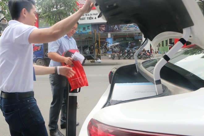 Chong 'soai ca' mua Galaxy S8 lam qua sinh nhat cho vo hinh anh 4