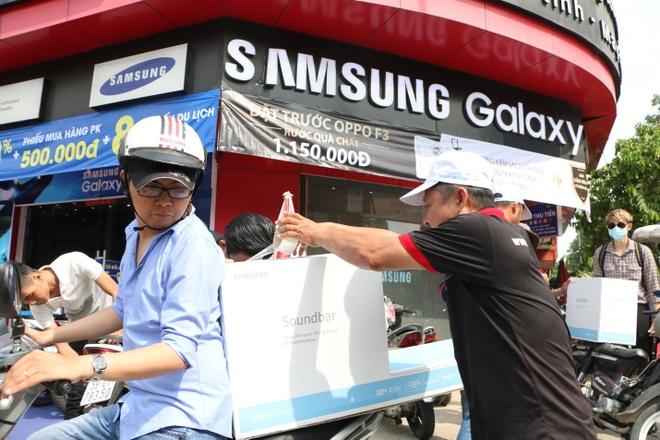 Chong 'soai ca' mua Galaxy S8 lam qua sinh nhat cho vo hinh anh 5