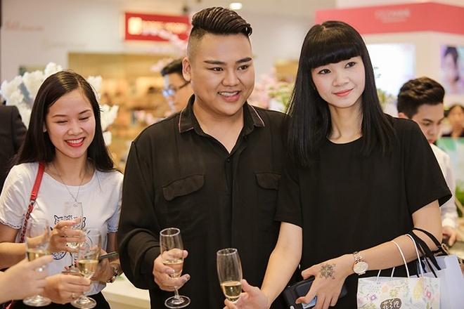 Ha Vy, Khanh Linh hoi ngo dan chuyen gia make up Ha Noi hinh anh 3