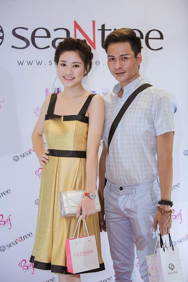 Ha Vy, Khanh Linh hoi ngo dan chuyen gia make up Ha Noi hinh anh 5