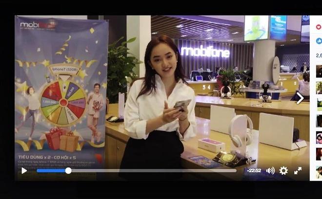 Nu chinh 'Em chua 18' livestream tro chuyen cung fan hinh anh 2