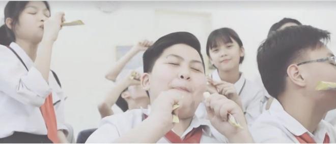 Lo dien quan quan cuoc thi cover MV do Suni Ha Linh lam giam khao hinh anh 2