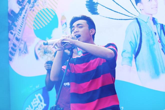 Soobin Hoang Son 'don tim' fan Ha thanh voi ca khuc moi hinh anh 2