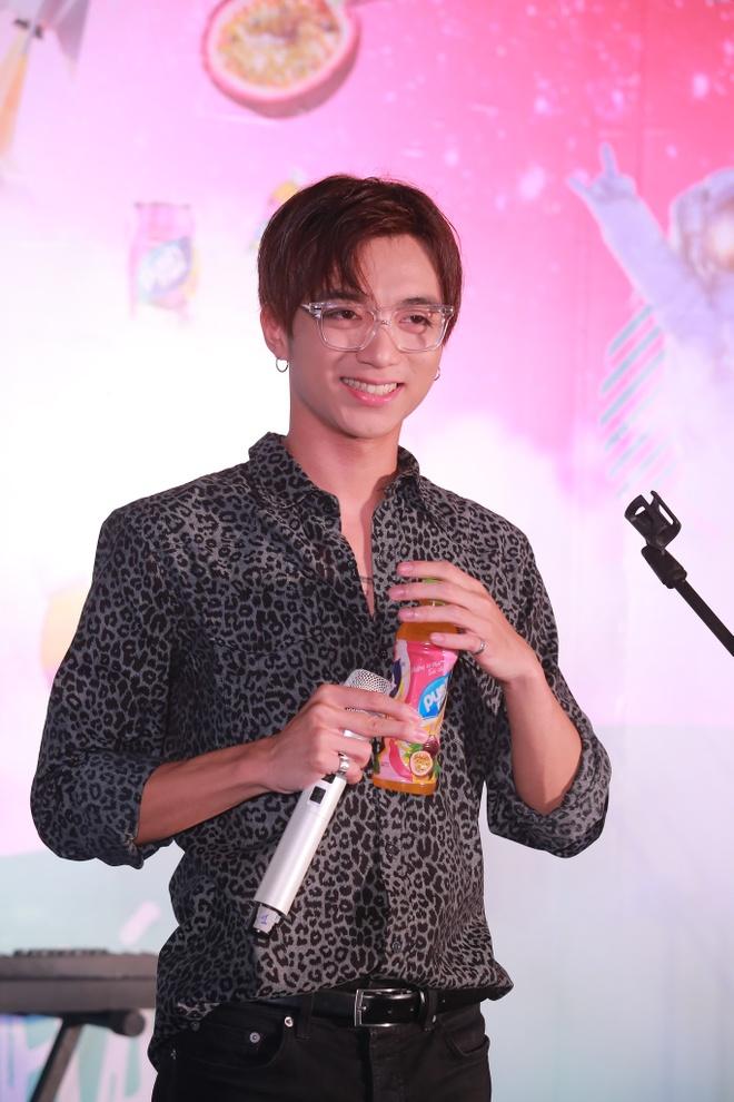 Soobin Hoang Son 'don tim' fan Ha thanh voi ca khuc moi hinh anh 4