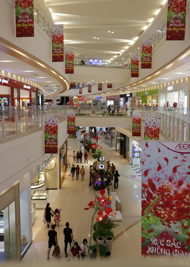 Gioi tre check-in voi hoa phuong khong lo o AEON Mall Tan Phu Celadon hinh anh 3