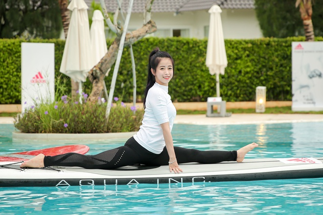 Mai Ngo, Viet My, Chau Tuyet Van cung tap yoga tren mat nuoc hinh anh 4