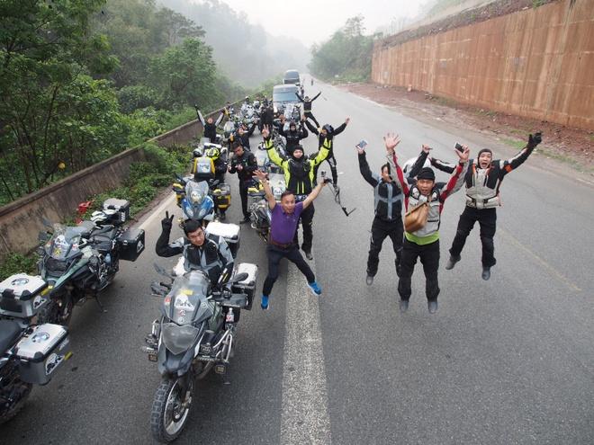 Hanh trinh di den 'noc nha' the gioi cua 40 biker Viet hinh anh 1