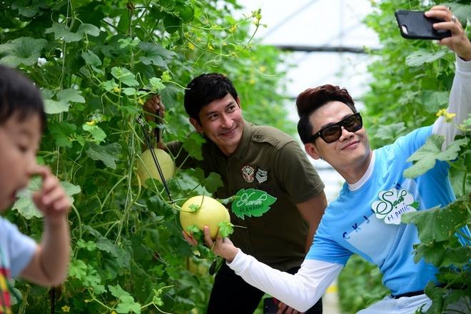 Dien vien Huy Khanh, Hong Phuc tranh tai trong vuon rau sach hinh anh