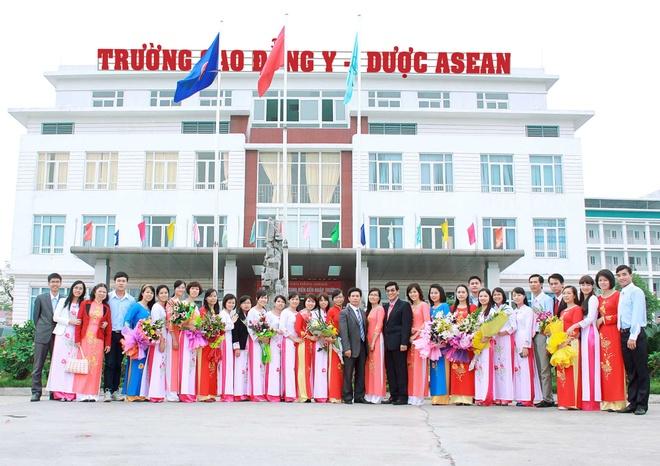 Cao dang Y - Duoc ASEAN tuyen 2.300 chi tieu nganh duoc si, dieu duong hinh anh 1