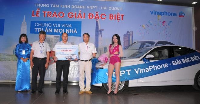 VinaPhone trao thuong 2 xe BMW tri gia 1,8 ty dong cho khach hang hinh anh 2