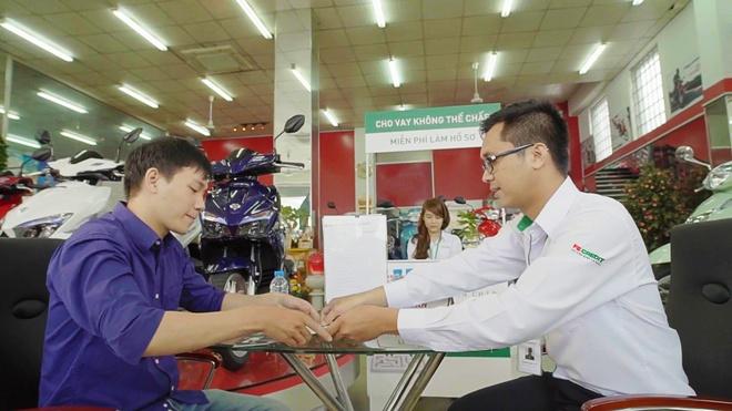 FE Credit ho tro phi truoc ba cho khach hang mua xe Honda Air Blade hinh anh 2
