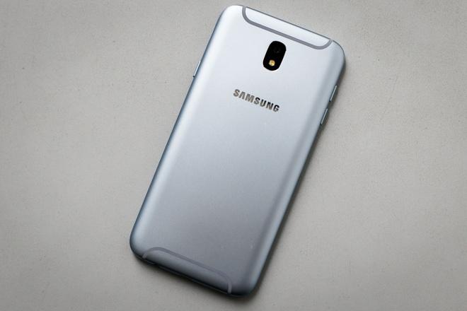 Can canh Galaxy J7 Pro xanh anh bac len ke ngay 7/7 hinh anh 4