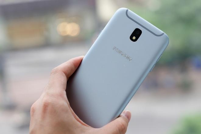 Can canh Galaxy J7 Pro xanh anh bac len ke ngay 7/7 hinh anh 2