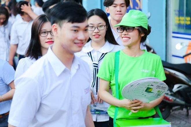 Acer dong hanh cung thi sinh va phu huynh trong ky thi THPT quoc gia hinh anh 2