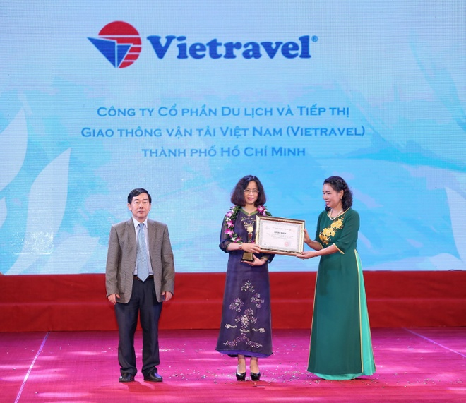 Vietravel nhan cu dup giai thuong ve chat luong doanh nghiep du lich hinh anh 1