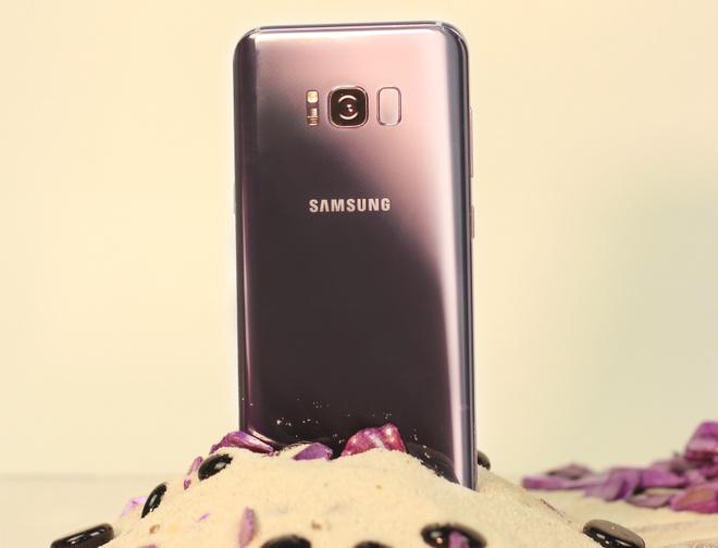 Su chuyen doi mau sac mat lung cua Galaxy S8+ tim khoi hinh anh 4