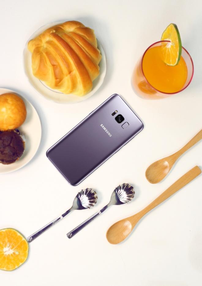 Su chuyen doi mau sac mat lung cua Galaxy S8+ tim khoi hinh anh 9