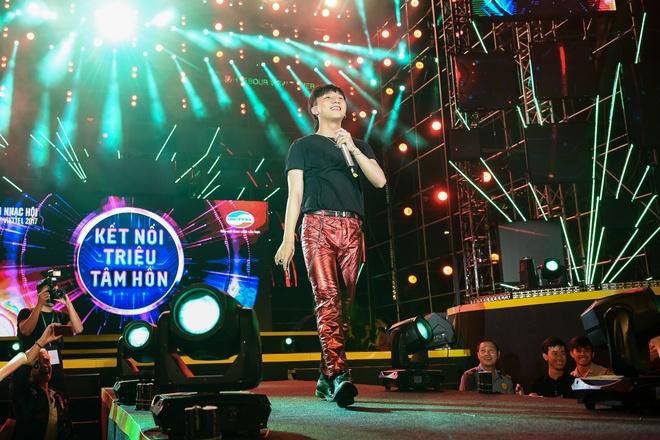 Vi sao Son Tung M-TP moi Pho TGD Viettel song ca? hinh anh 2