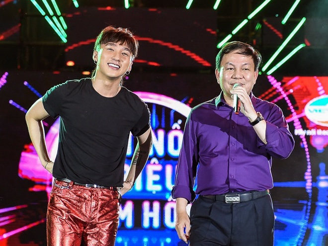 Vi sao Son Tung M-TP moi Pho TGD Viettel song ca? hinh anh