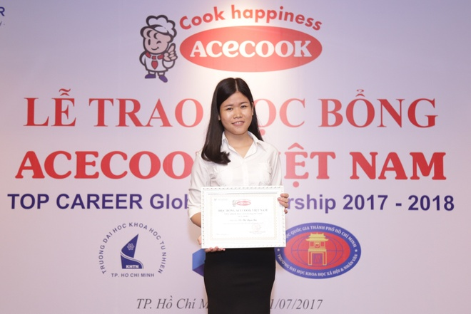 Acecook Viet Nam trao hoc bong 30.000 USD cho sinh vien hinh anh