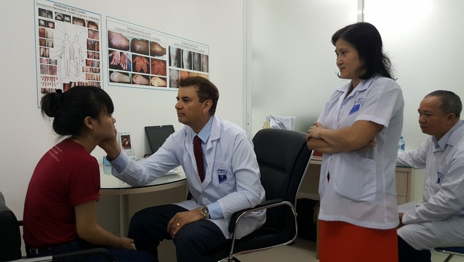Dr. Michaels anh 1
