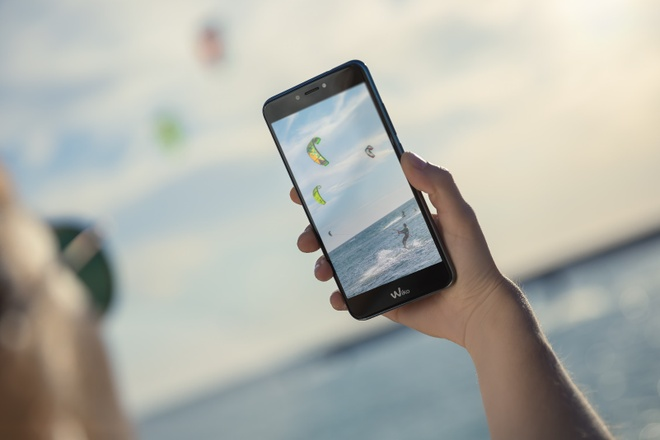 Wiko ra mat smartphone Upulse gia 3 trieu dong hinh anh 2