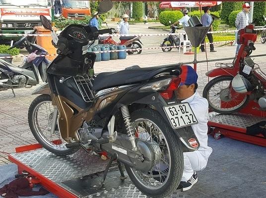 Honda to chuc thay dau mien phi cho khach hang hinh anh